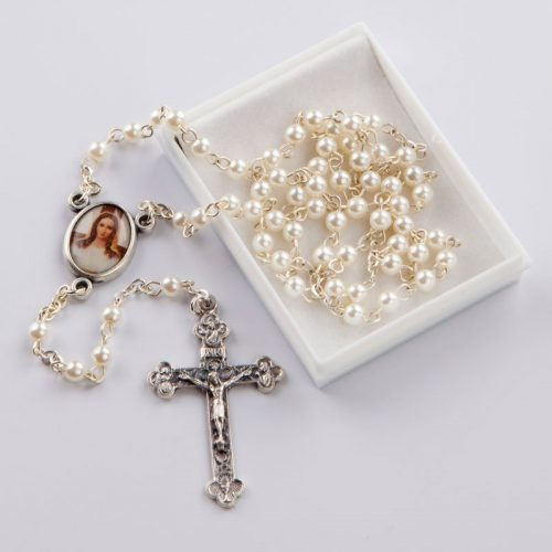rosary with round white beads-silver-coloured chain